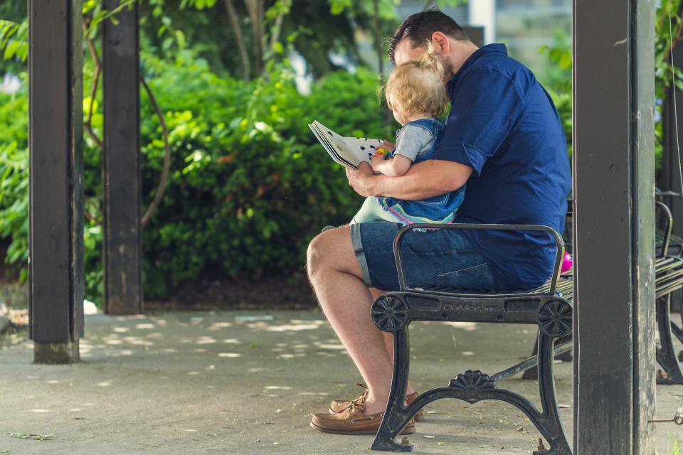 Dad_and_son_reading